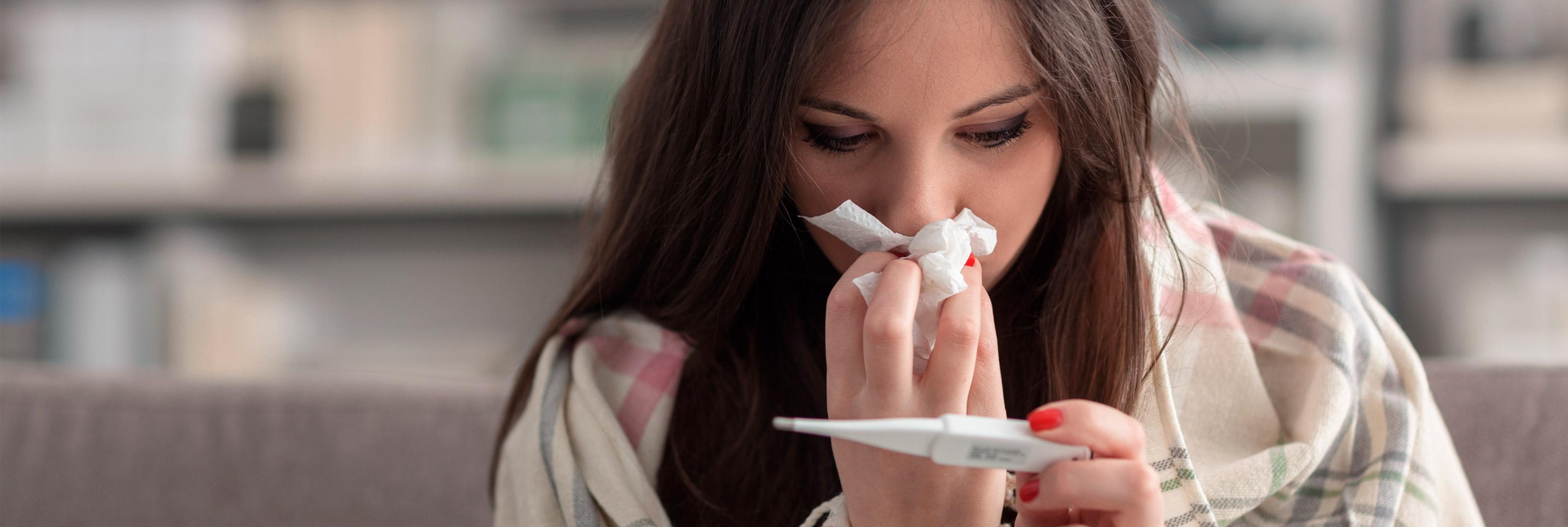 Imagen chica con gripe y resfriado